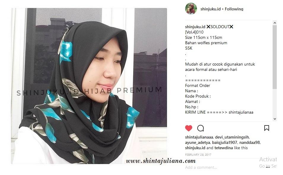 Mencoba peruntungan dengan berjualan jilbab. instagram akun @shinjuku.id