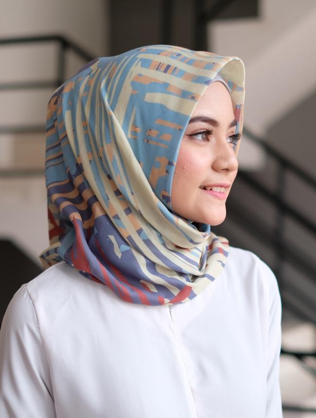 Jilbab segi empat andalan tampil cantik tanpa ribet