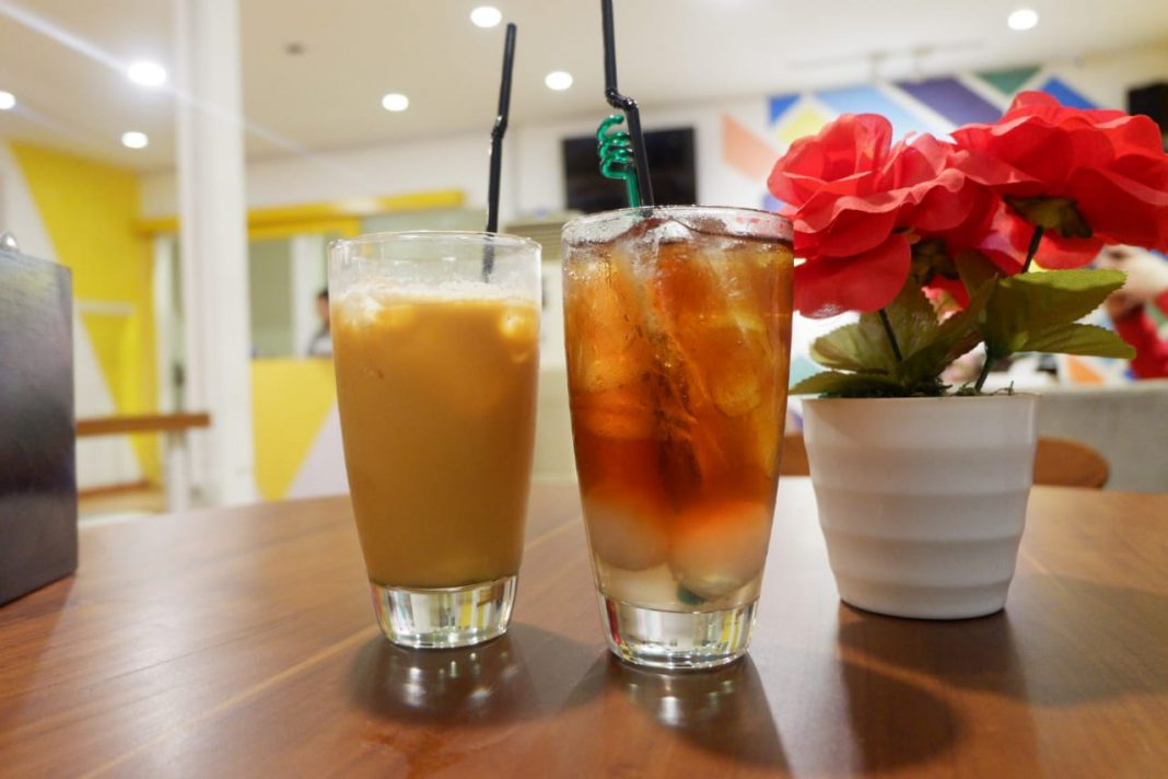 lychee tea and thai tea