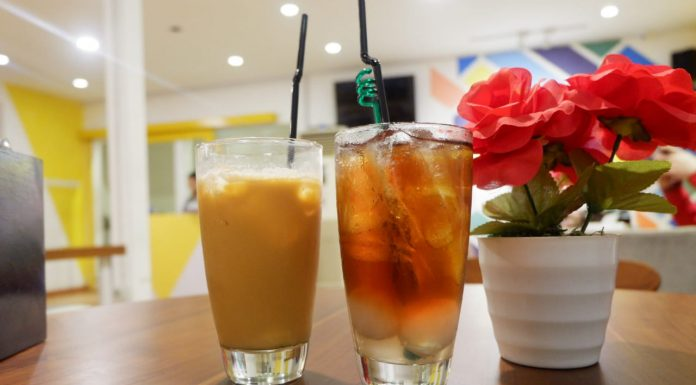 lychee tea and thai tea
