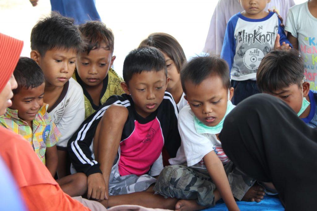 Berbagi keceriaan bersama adik-adik korban gempa dan tsunami