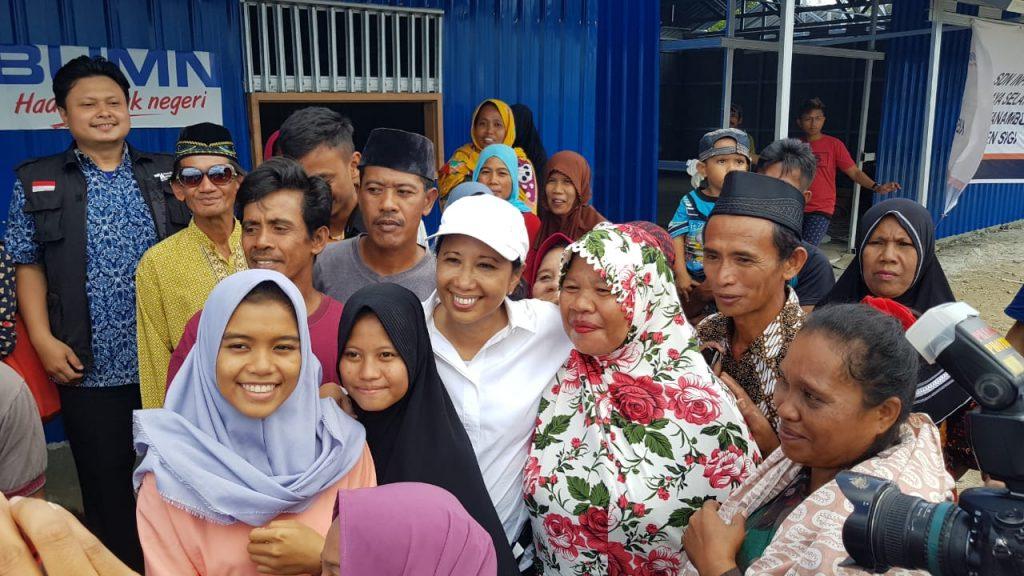 Bu Rini dan warga korban Gempa dan Tsunami